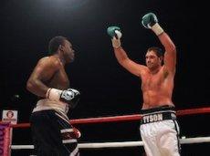 В предыдущем поединке двух боксеров победил Тайсон Фьюри