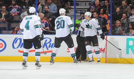 «Акулы» празднуют гол в ворота «Эдмонтона»