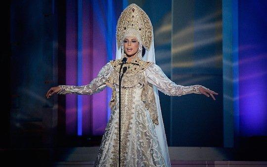 Юлия Алипова предстала в скромном национальном наряде