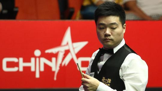 Динь Джуньху защищает титул чемпиона