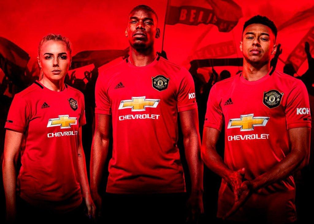 «Манчестер Юнайтед» презентовал форму на следующий сезон