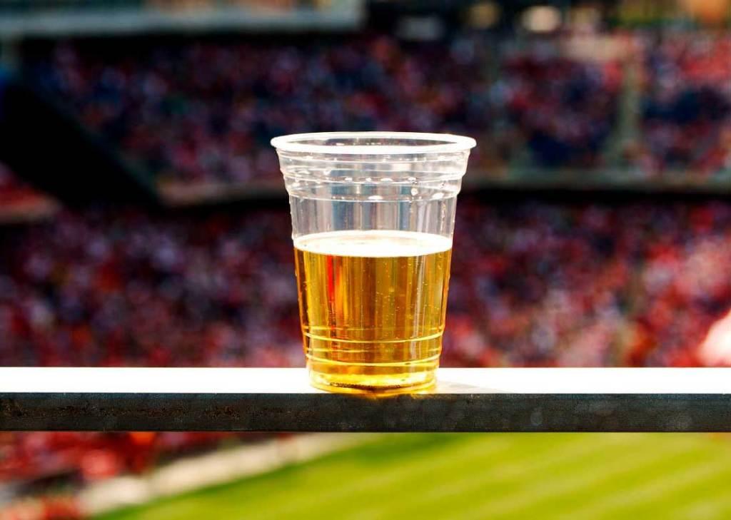 РФС поддерживает идею вернуть продажу пива на стадионах
