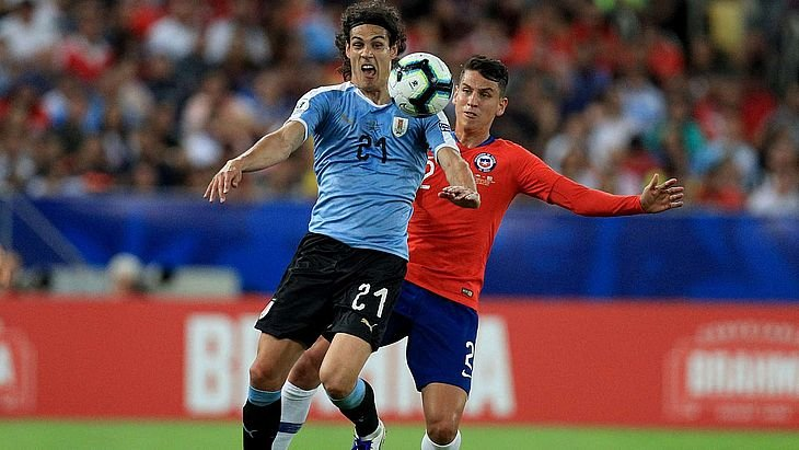 Кубок Америки. Кавани принес победу Уругваю над Чили, Эквадор и Япония сыграли вничью