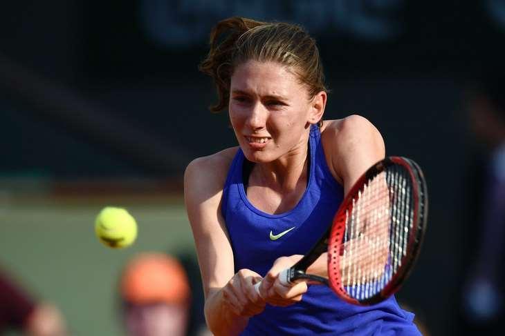 Россиянка Александрова обыграла Бенчич во втором круге турнира WTA в Истбурне