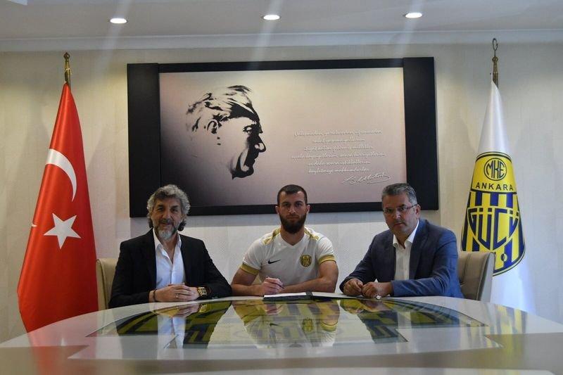 Садаев продолжит карьеру в Турции