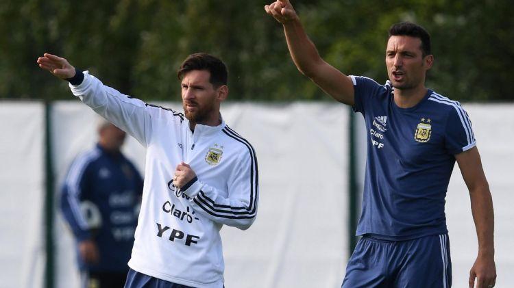 """Тренер сборной Аргентины Скалони: """"Игроки любят Месси так сильно, что хотят выиграть турнир просто для него"""""""