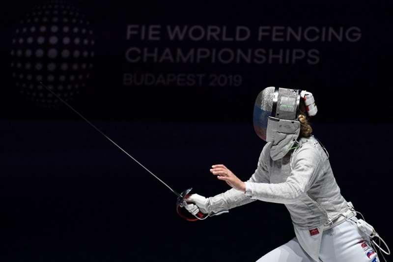 Российская саблистка Великая проиграла Харлан из Украины в финале ЧМ по фехтованию