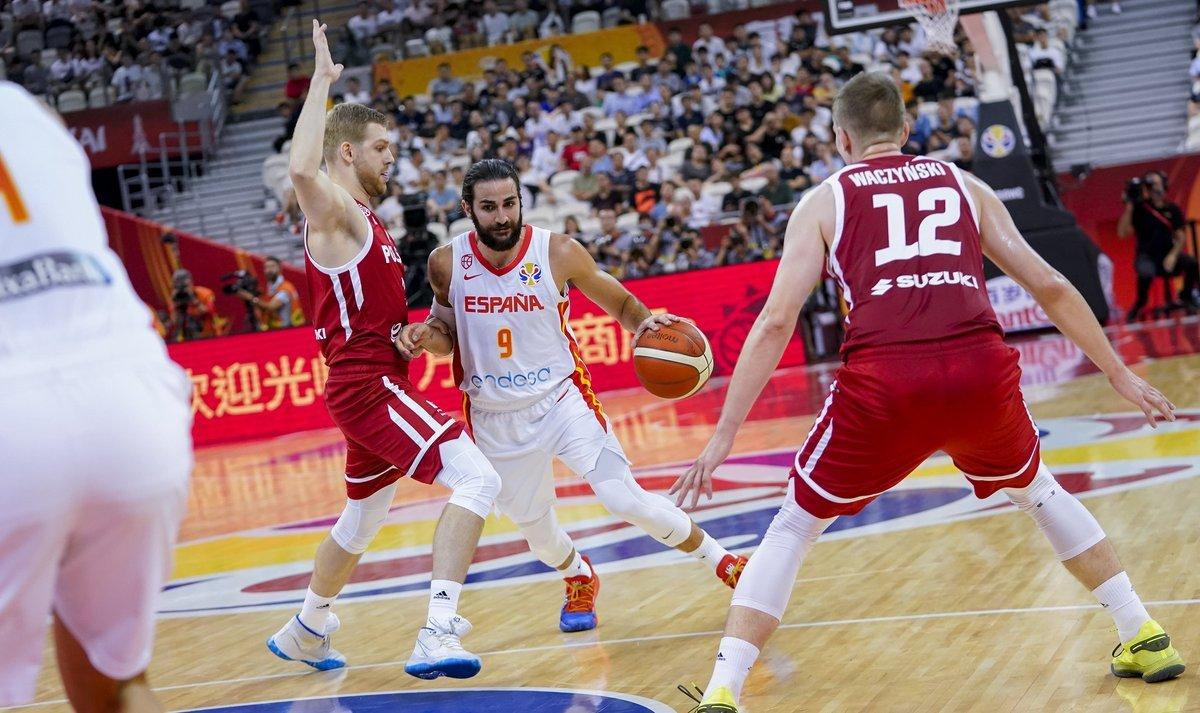 Испания переиграла Польшу