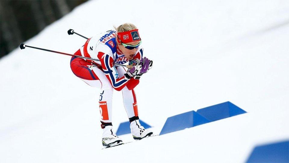 Лыжные гонки. Женская сборная Норвегии выиграла эстафету на домашнем этапе Кубка мира, россиянки в призы не попали