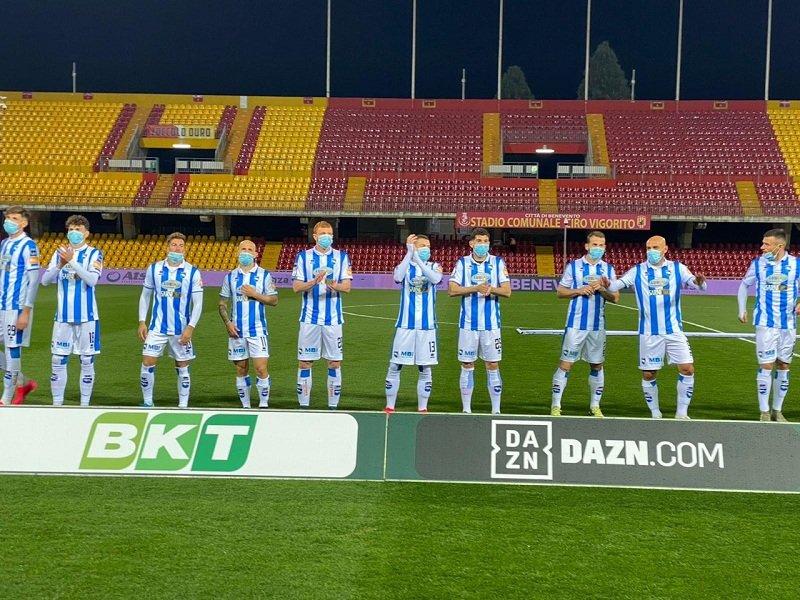 Футболисты «Пескары» вышли на очередной матч Серии B в медицинских масках