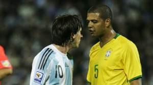 Фелипе Мело: В сборной Бразилии договаривались, что каждый ударит Месси по ногам. Иначе не остановить