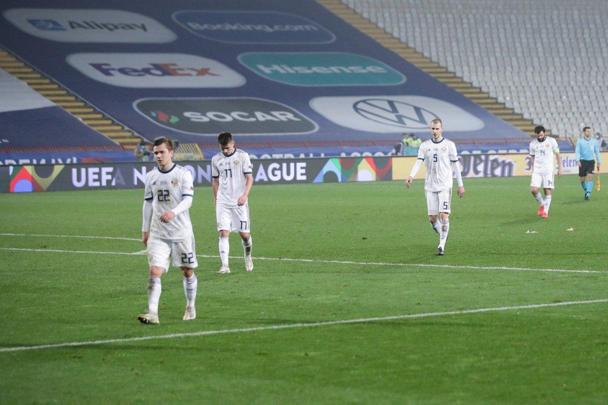 Футболисты сборной России после матча в Белграде