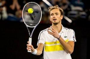Медведев сдал положительный тест на коронавирус и пропустит турнир в Монте-Карло