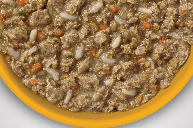Chicken and Vegetable Medley (Homemade Cat Food: 10 DIY Ideas)