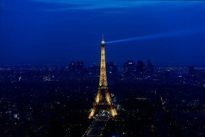Eiffel Tower thriller - The architect and the aliens