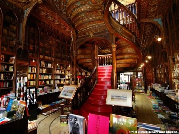 Livraria Lello Source: bookriot.com