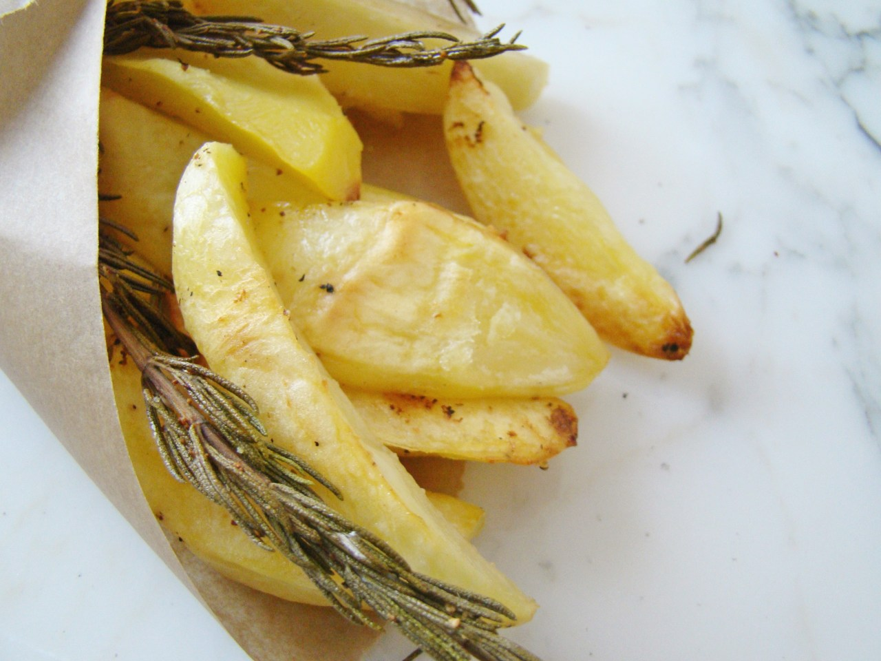 Super Easy Roasted Potatoes with Rosemary