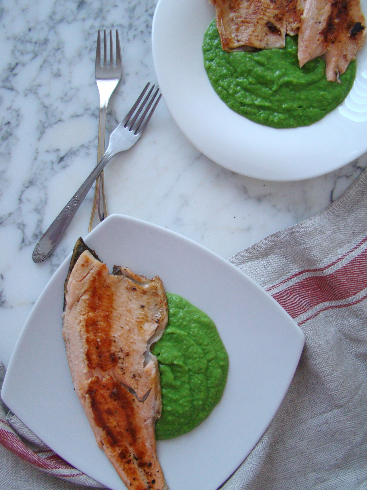 Grilled Salmon with Pea Sauce