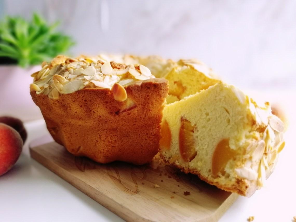 Peach Bundt Cake | booksandlavender.com