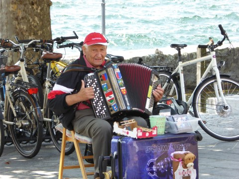 Musical interlude in Ascona - just gimme
