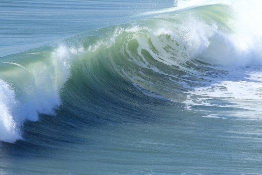 breaking-wave-10811278206941T7F7