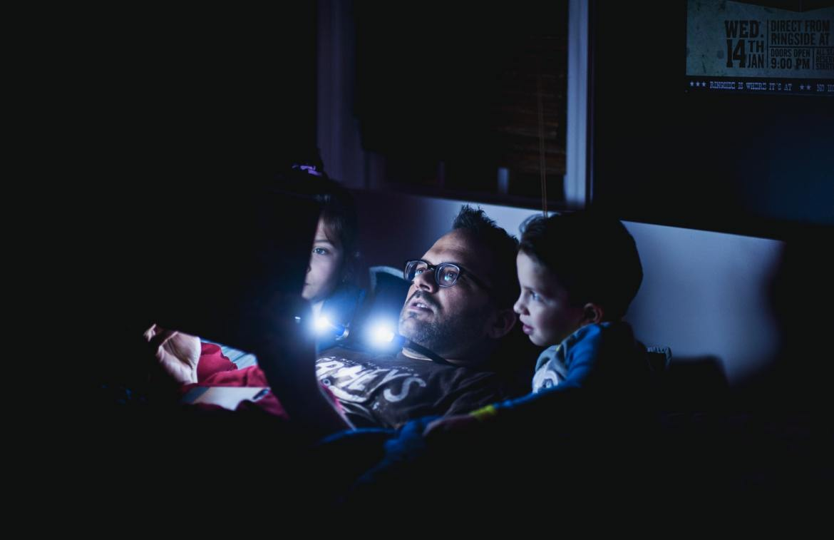 Bedtime stories with parent and two kids