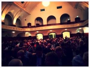350 Menschen warten auf Ferdinand von Schirach