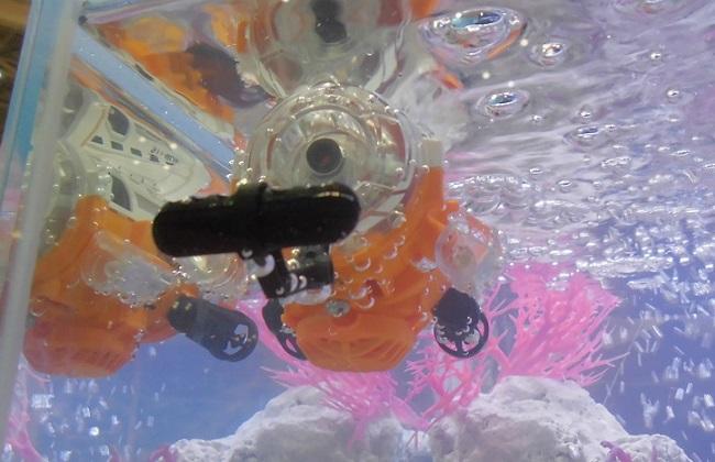 """""""赤外線コントロール潜水艦サブマリナーカメラ"""" …「東京おもちゃショー2016」より"""