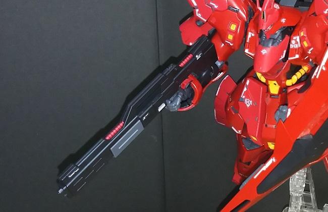 武器を構えたサザビー  …「RG SAZABI」より