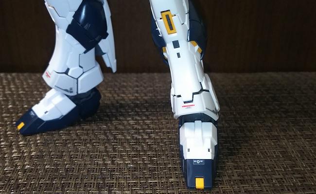 「RG νGUNDAM(νガンダム)」…脚のディテール