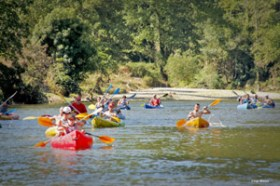 DESCENSO EN CANOA Una actividad cada vez más solicitada en Asturias . Un descenso de 13-14 km en canoas de 1, 2 o 3 plazas donde se encontrará con auténticas aventuras.