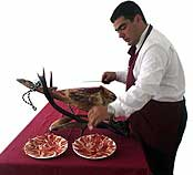 CURSO DE CORTE DE JAMÓN En este curso se dán las nociones básicas de como cortar de la forma correcta un jamón, finalizando este con una degustación del jamón.