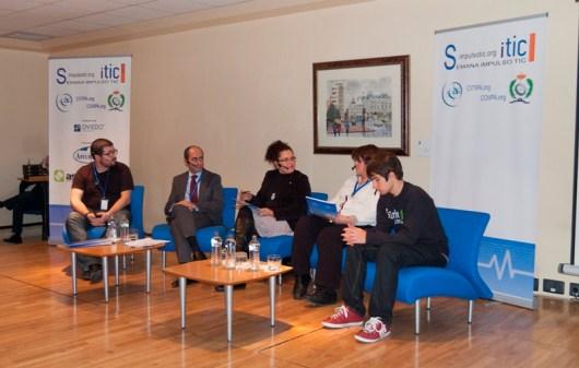 """Mesa redonda """"El Software Libre"""" de la II Semana Impulso TIC 2012 en el Auditorio Principe Felipe"""
