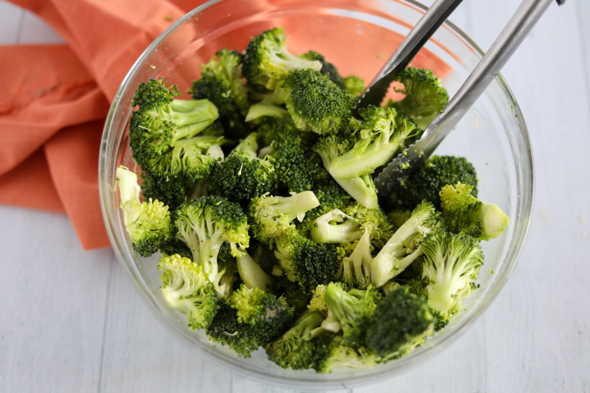 washed broccoli florets in clear mixing bowl