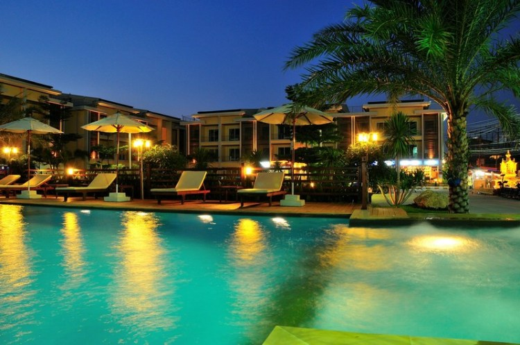 Boonjumnong-samui-pool-lounge