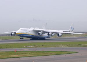 An-225着陸