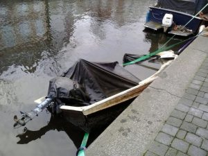 polyester boot gezonken