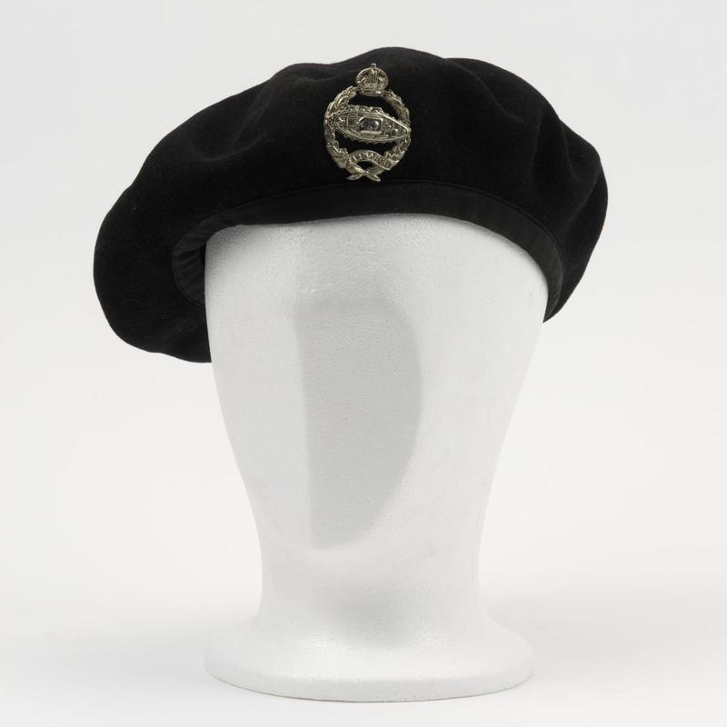 f7877a101d1 The British Army beret dates back to 1918 when the French 70th Chasseurs  Alpins were training with the British Tank Corps (later renamed the Royal  Tank ...