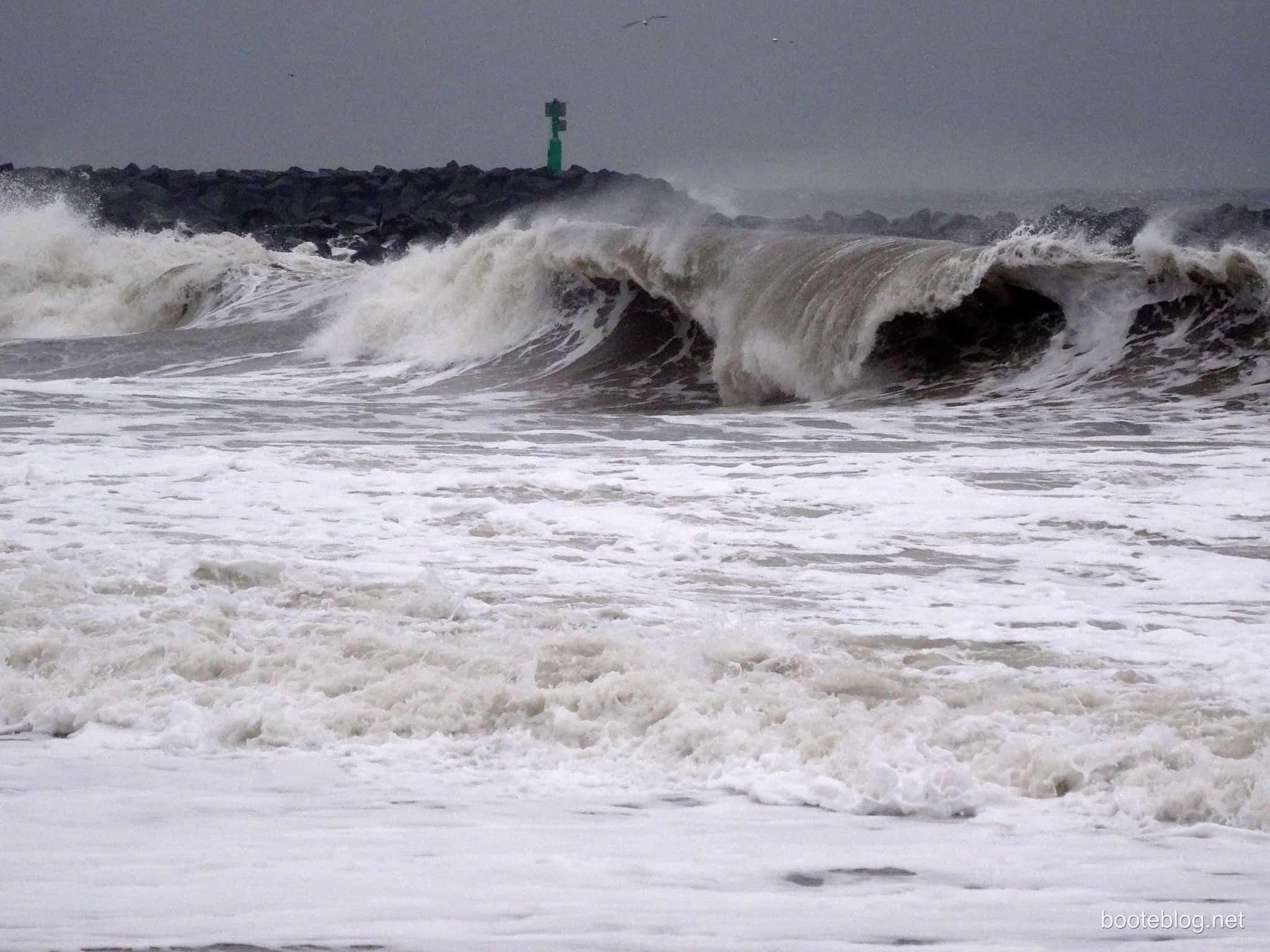 Schweres Wetter, hohe Wellen - schon kommt die Angst vor Seekranktheit