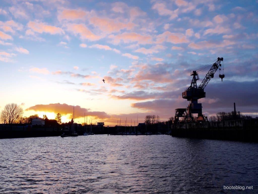 Der Hafen von Glückstadt am frühen Morgen