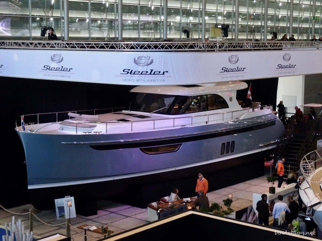 Die neuste Steeler Yacht - mit einem ungewöhnlich geformten Bug.