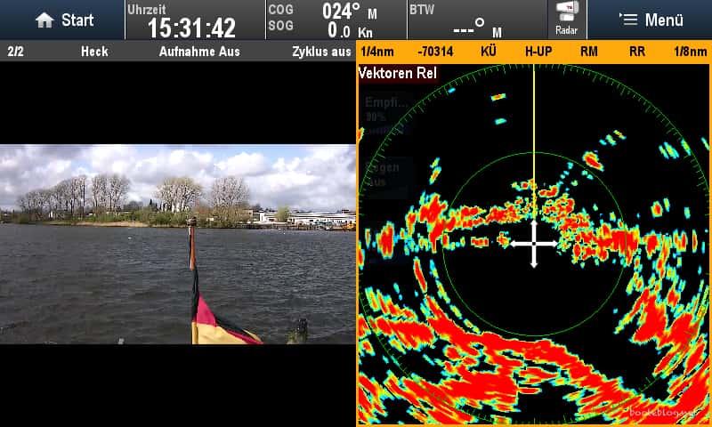 Radar und Rückfahrkamera im Splitscreen.