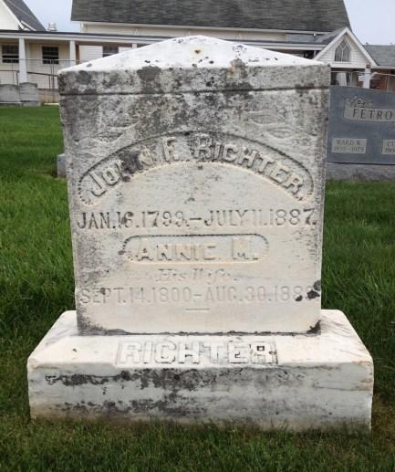 Richter's parents grave
