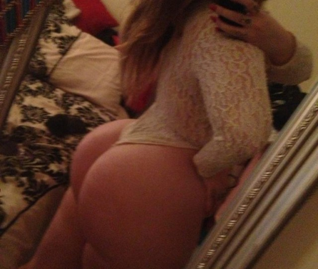 Young Naked Double Penetration Cam Girl