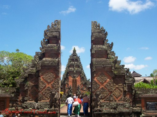 Entirely unplanned stop at Pura Desa Batuan in Bali. Just told the driver to stop the car to have a look.