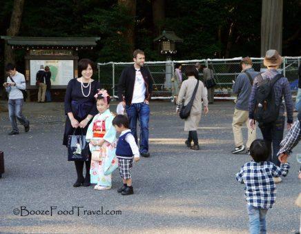 meiji-tourists