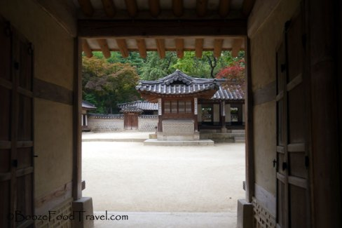 changdeokgung-doorway