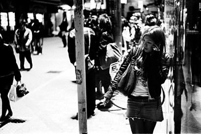 Japan-Shibuya-phone_girl-200802