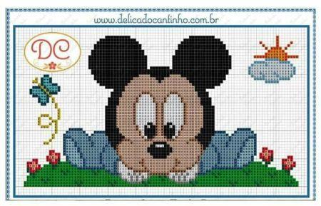Mickey bebê sentado