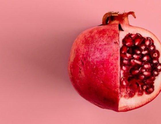 A romã está repleta de propriedades que previnem o envelhecimento das células do corpo.